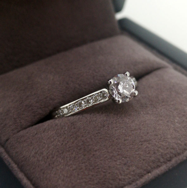 0.86 Carat Light Pink Round Brilliant Cut Diamond Ring with Shoulders