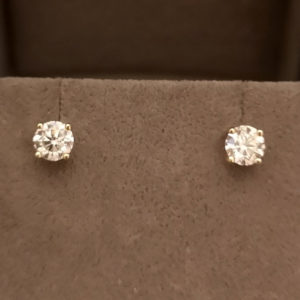 0.92 Carat Diamond Stud Earrings (Yellow Gold)