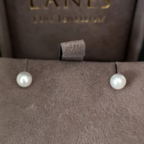 Cream Pearl Stud Earrings 5mm