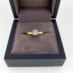 Pre-owned - 0.51 Carat Princess Cut Diamond Engagement Ring