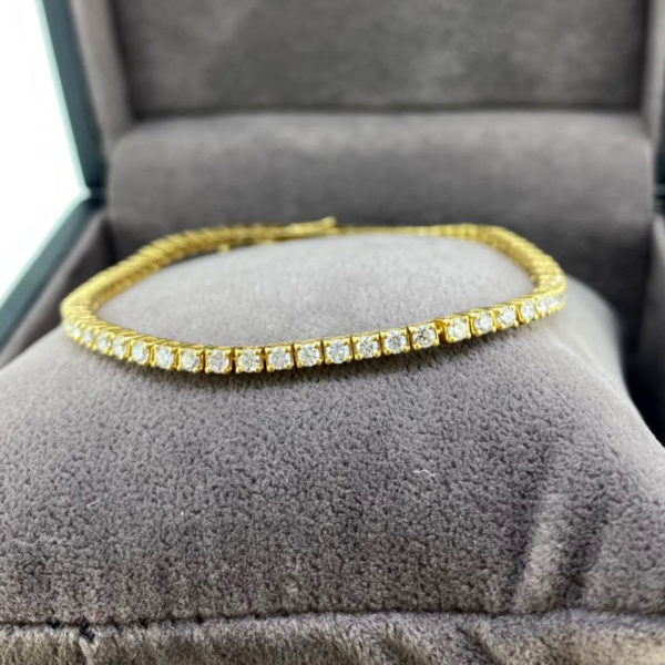 2.23 Carat Diamond Line Yellow Gold Bracelet